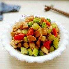 杏鲍菇黄瓜鸡丁的做法