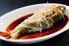 清蒸鲤鱼的做法 清蒸鲤鱼的做法大全