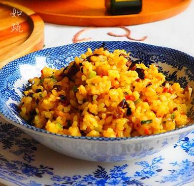炒饭中的极品美味:黄金炒饭的做法