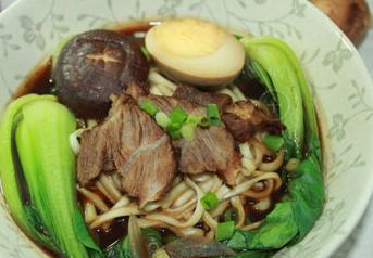 在家自己做好吃的红烧牛肉面也很简单