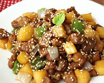 年夜饭菜谱推荐 黑椒苹果里脊肉的家常做法