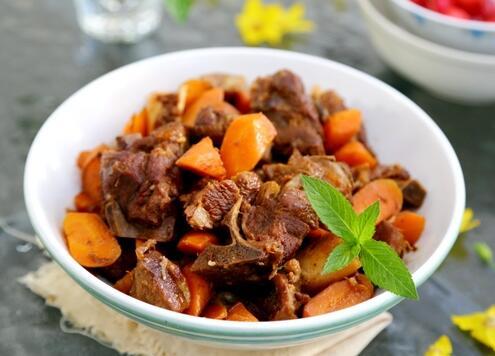 胡萝卜炖羊肉的家常做法