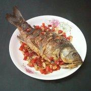 泡椒烧鲫鱼的做法