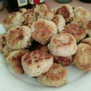 莲藕马蹄芹菜肉丸的做法
