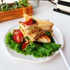 金枪鱼鸡蛋热压三明治的做法