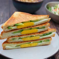 牛油果鸡蛋三明治的做法