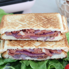 洋葱培根三明治的做法