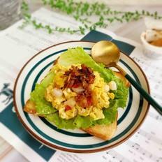 鲍鱼辣酱虾仁滑蛋三明治的做法