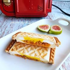 金枪鱼鸡蛋三明治的做法