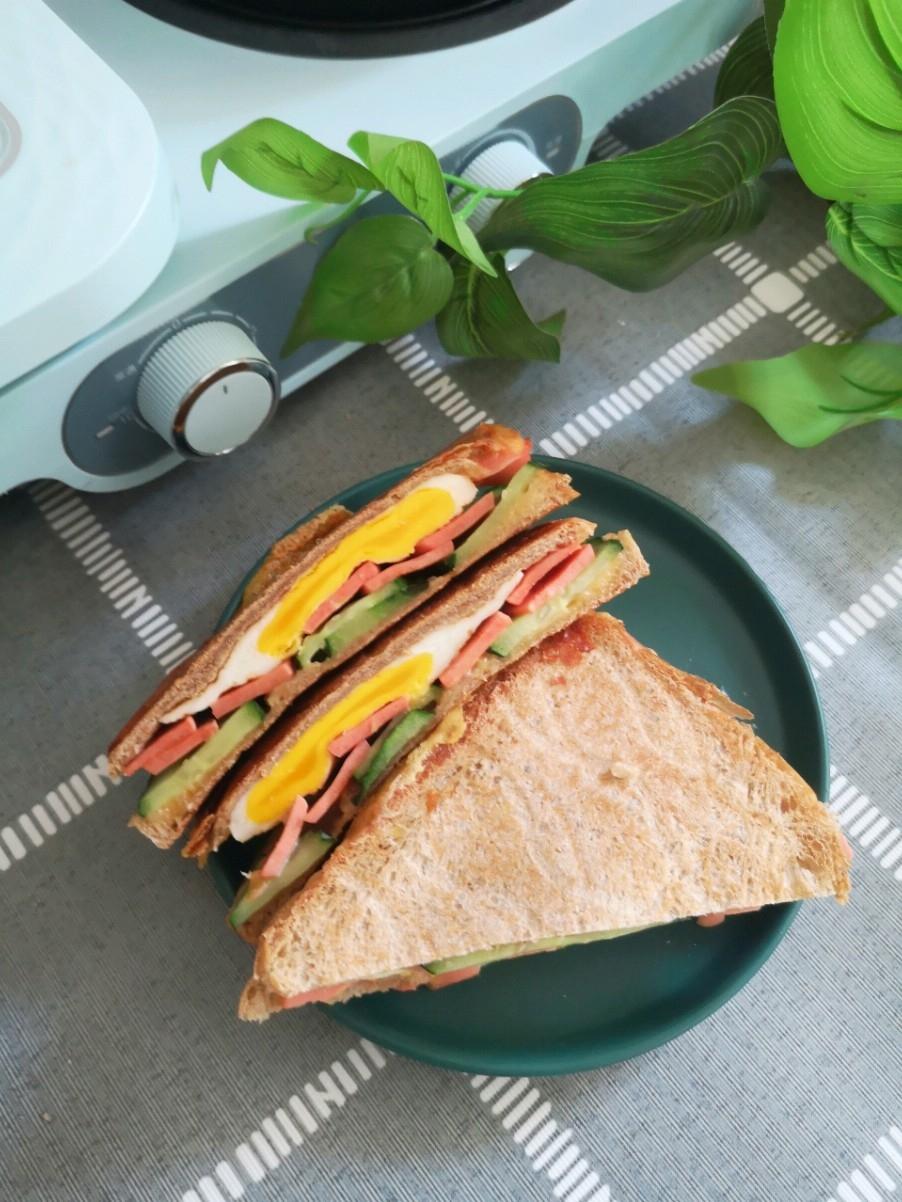 黄瓜火腿奶酪三明治的做法