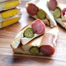 煎蛋烤肠三明治的做法