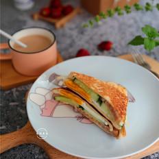 午餐肉鸡蛋黄瓜三明治的做法