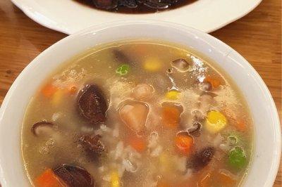 棒骨汤干贝香菇玉米青豆胡萝卜粥怎么做好吃?棒骨汤干贝香菇玉米青豆胡萝卜粥的家常做法