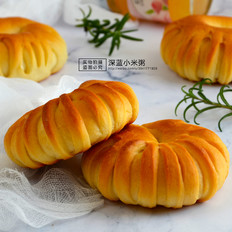白桃果酱面包圈的做法