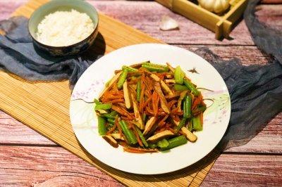 芹菜胡萝卜炒香干怎么做好吃?芹菜胡萝卜炒香干的家常做法