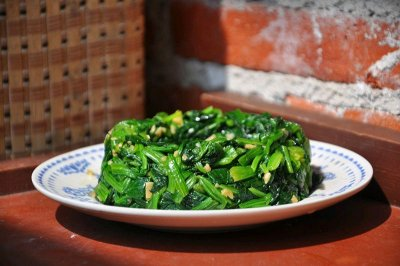 凉拌菠菜怎么做好吃?凉拌菠菜的家常做法