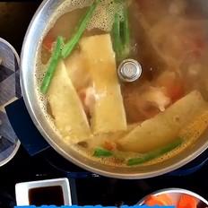 番茄猪蹄时蔬火锅的做法
