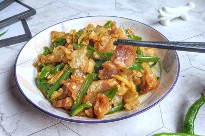 青椒炒牛筋怎么做好吃?青椒炒牛筋的家常做法