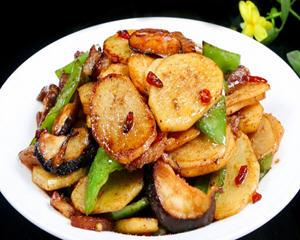 青椒香菇土豆片的做法_图解青椒香菇土豆片怎么做好吃