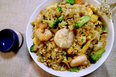 虾仁炒饭怎么做好吃?虾仁炒饭的家常做法