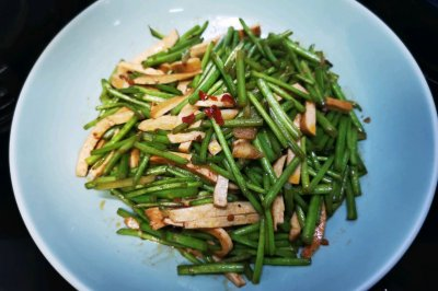 芦蒿炒豆干怎么做好吃?芦蒿炒豆干的家常做法