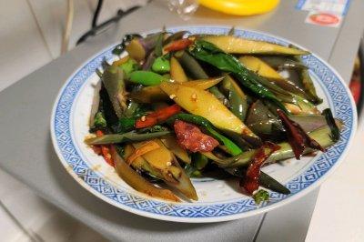 腊肉炒红菜苔怎么做好吃?腊肉炒红菜苔的家常做法