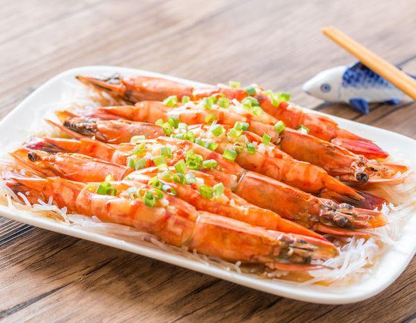 蒜蓉粉丝蒸虾怎幺做?蒜蓉粉丝蒸虾的做法
