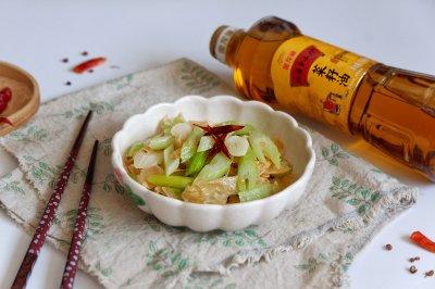 炝炒西芹油豆皮怎么做好吃?炝炒西芹油豆皮的家常做法