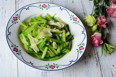 芹菜炒油豆皮怎么做好吃?芹菜炒油豆皮的家常做法