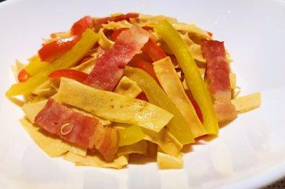 培根甜椒炒油豆皮怎么做好吃?培根甜椒炒油豆皮的家常做法