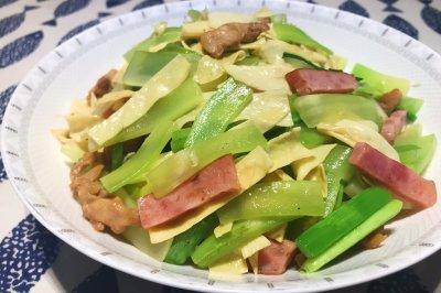 莴笋炒油豆皮怎么做好吃?莴笋炒油豆皮的家常做法