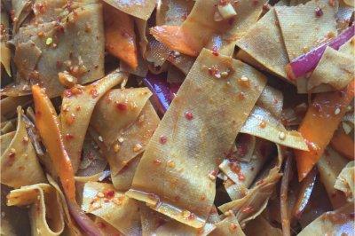 红油豆皮怎么做好吃?红油豆皮的家常做法