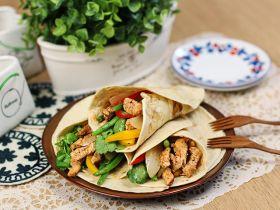 新鲜蔬菜鸡肉捲饼的做法
