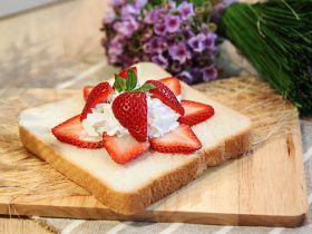 草莓鲜奶油吐司的做法