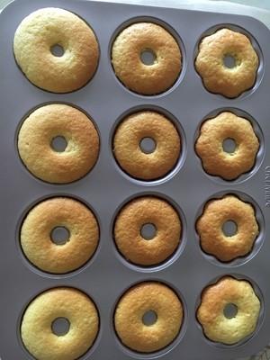 全蛋打发松软美味无泡打粉甜甜圈蛋糕的做法 步骤13