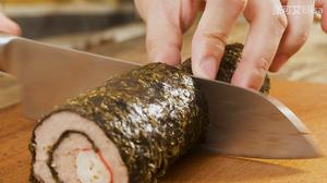 怎样才能做出鲜嫩多汁的肉馅【蟹柳紫菜卷】的做法 步骤8