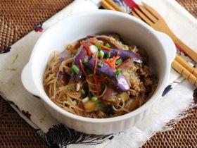 鱼香茄子焖米粉[简易粉麺食谱]的做法