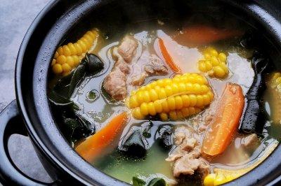 秋季糍补玉米排骨汤怎么做好吃?秋季糍补玉米排骨汤的家常做法