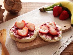 草莓奶油芝士鬆饼[简易亲子食谱]的做法