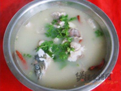 泡菜鱼头汤的做法_泡菜鱼头汤怎么做