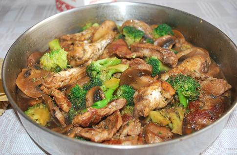 蘑菇炖肉的做法_蘑菇炖肉怎么做