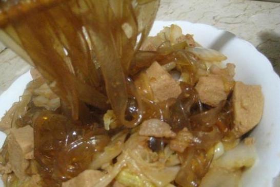 白菜冻豆腐炖粉条的做法_白菜冻豆腐炖粉条怎么做