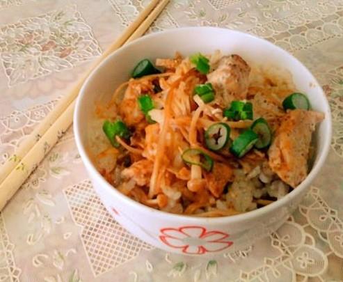 咖喱鸡肉金针菇煲饭的做法_咖喱鸡肉金针菇煲饭怎么做