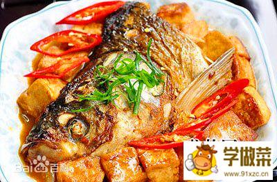 红烧鱼头炖豆腐的做法_红烧鱼头炖豆腐怎么做