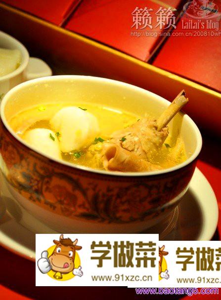 墨鱼煨鸡汤的做法_墨鱼煨鸡汤怎么做