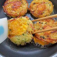 早餐不知道吃什么,一定要试试这个太阳蛋土豆饼!的做法图解12
