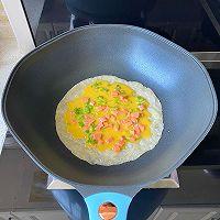 5分钟快手早餐,鸡蛋火腿手抓饼的做法图解5