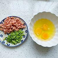 5分钟快手早餐,鸡蛋火腿手抓饼的做法图解2