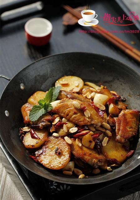 麻辣鸡翅香锅的家常做法