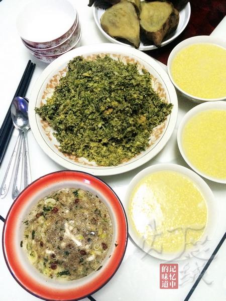 胡萝卜缨子豆沫就蜢子虾酱熥鸡蛋的家常做法
